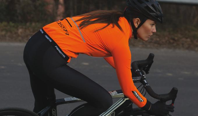 Prispela je prva pošiljka zimskih koelsarskih oblačil PARENTINI. Ročno izdelana oblačila priznanega italijanskega proizvajalca, ki jih na svetovnem prvenstvu uporabljajo tudi kolesarji in kolesarke danske reprezentance.