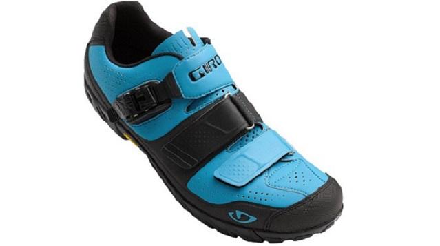 Zahvaljujoč kombinaciji najlona in Vibram gume je prenos moči pri pedaliranju primerljiv z XC čevlji, oprijem pri hoji pa varen tudi na zahtevnejših terenih.