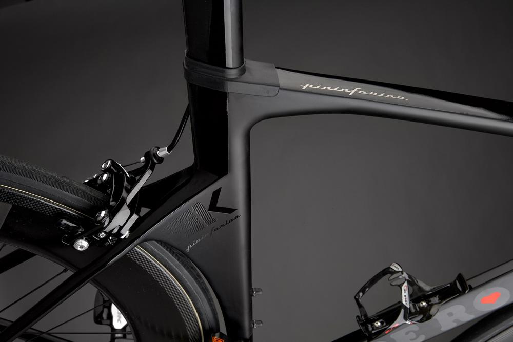 Posebne - zares ugodne cene smo s proizvajalcem pripravili za kolesa DeRosa Pininfarina SK. Preverite ponudbo vrhunskih cestnih koles DeRosa Pininfarina SK 2019, ki so sedaj na voljo že od 2.990 eur!