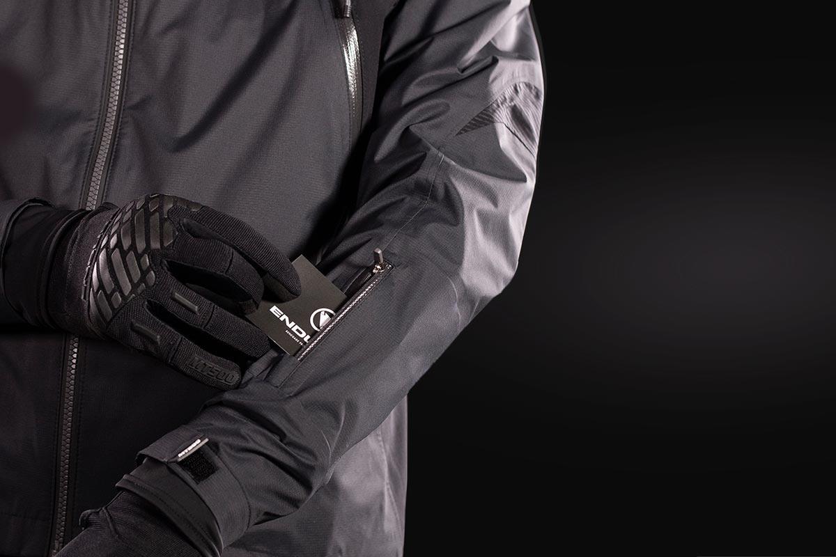 Vetrovke, rokavice, nogavice, prevleke za čevlje, termo jakne in hlače, spodnje majice za cestne in gorske kolesarje Endura.