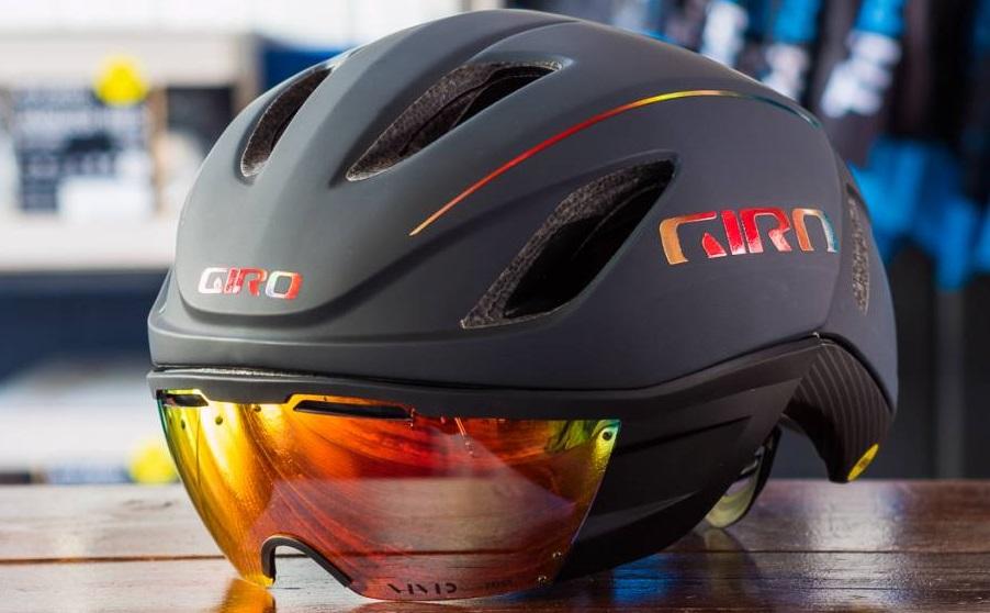 Med triatlonci in cestnimi kolesarji najbolj priljubljene čelade Giro Vanquish Mips vse do konca meseca marca kar -25%!