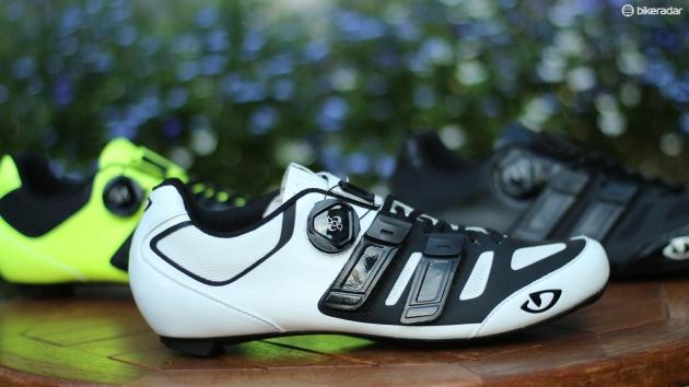 Čevlji Giro Sentrie Techlace™ so vrhunski čevlji, ki združujejo udobje vezalk in enostavnost uporabe zapiralnega mehanizma.